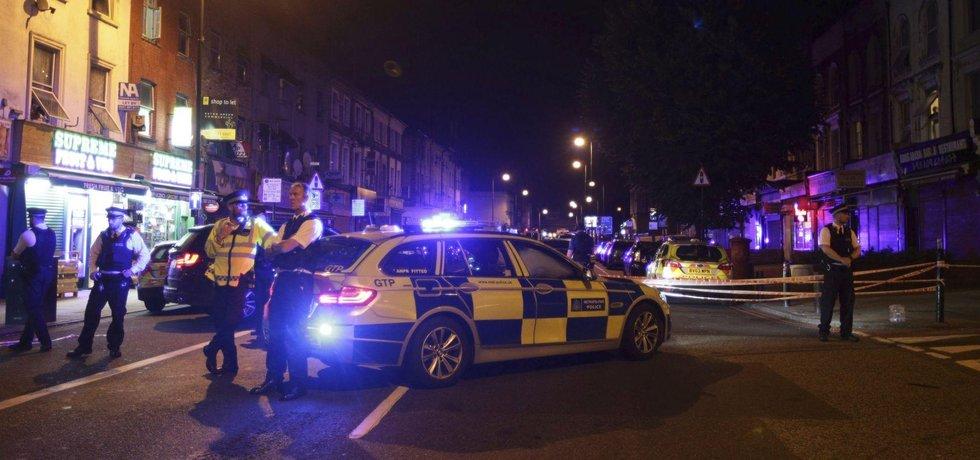 Zásah policie ve Finsbury Parku v Londýně