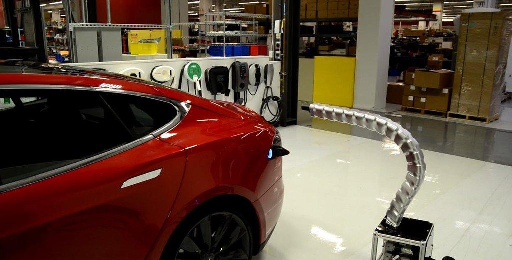 automatické nabíjecí chapadlo Elona Muska