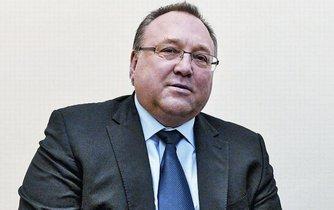 Vladimír Sitta se stal načas šéfem dřívějšího Neographu. Svou bývalou firmu se pokusil ovládnout, přestože v ní drží jen sedm procent akcií.