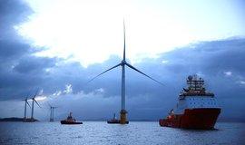 Na cestě k bezuhlíkové energii. Fosilní paliva v Británii poprvé nejsou hlavním zdrojem elektřiny