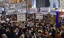 Lidé v Praze protestovali proti Ondráčkovi