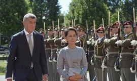 Premiér Andrej Babiš (vlevo) přivítal v Praze barmskou vůdkyni Do Aun Schan Su Ťij