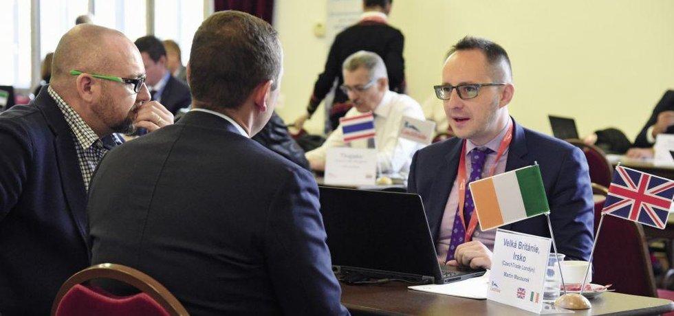 Součástí programu veletrhu bude tradiční Meeting Point, kde budou moci podnikatelé na jednom místě osobně konzultovat s řediteli dvaceti zahraničních kanceláří CzechTrade