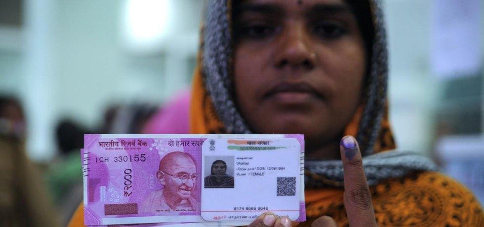 Nová indická bankovka v hodnotě dvou tisíc rupií