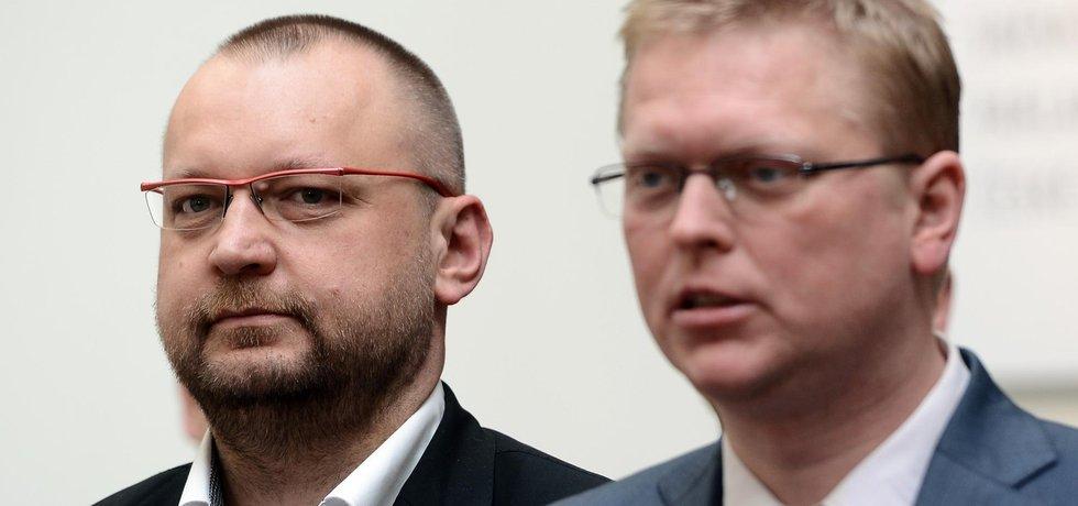 Jan Bartošek (vlevo) bude usilovat o post předsedy KDU-ČSL. Ten opustí Pavel Bělobrádek