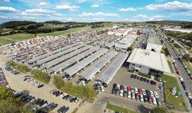 Společnost AAA Auto má dnes ve čtyřech zemích síť padesáti sedmi poboček, kde se nabízí téměř 20 tisíc automobilů