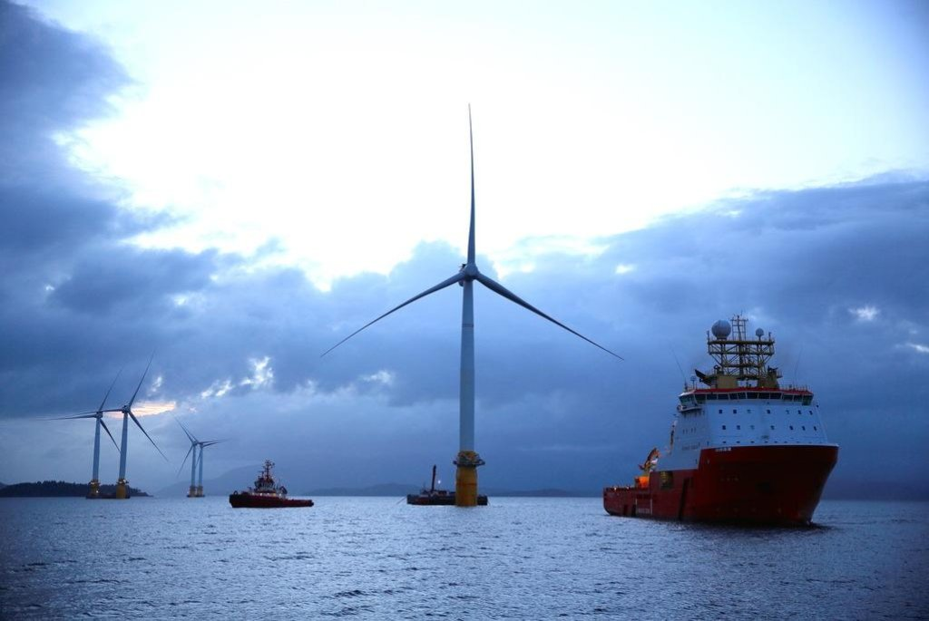 Plovoucí větrná elektrárna, ilustrační foto
