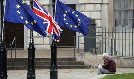 Další odklad. Britský parlament nebude počátkem června hlasovat o brexitu