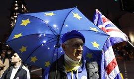 Británie může odejít z EU. Europarlament schválil dohodu o brexitu