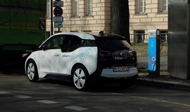 Elektromobilitu urychlí sdílení aut a autonomní řízení.