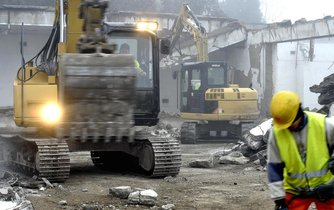 Největší objem veřejných zakázek připadá dlouhodobě na stavebnictví, ilustrační foto