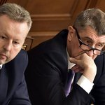 Ministr životního prostředí v demisi Richard Brabec (vlevo) a premiér v demisi Andrej Babiš