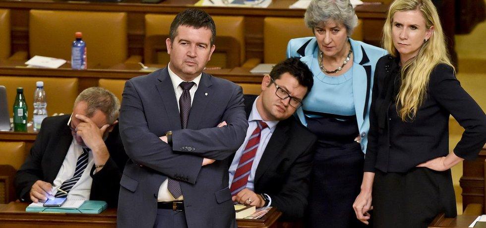 Poslanci ČSSD (zprava) Kateřina Valachová, Alena Gajdůšková, Jan Chvojka a předseda strany a ministr vnitra Jan Hamáček