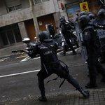 Španělská policie proti stoupencům referenda použila gumové projektily.