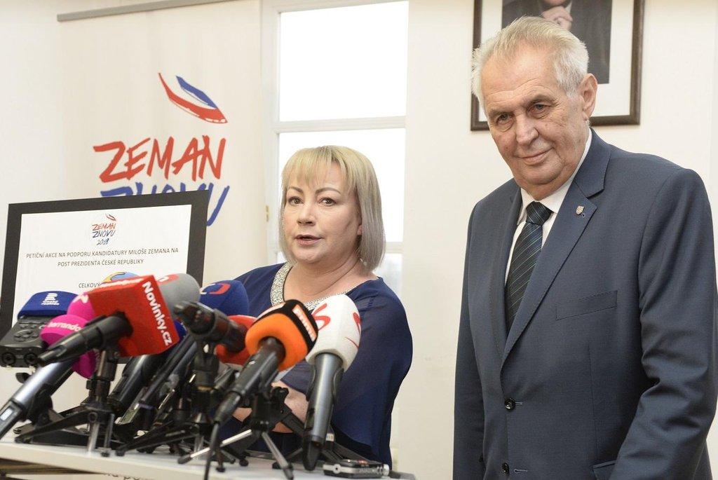 Prezident Miloš Zeman v doprovodu své manželky Ivany na tiskové konferenci