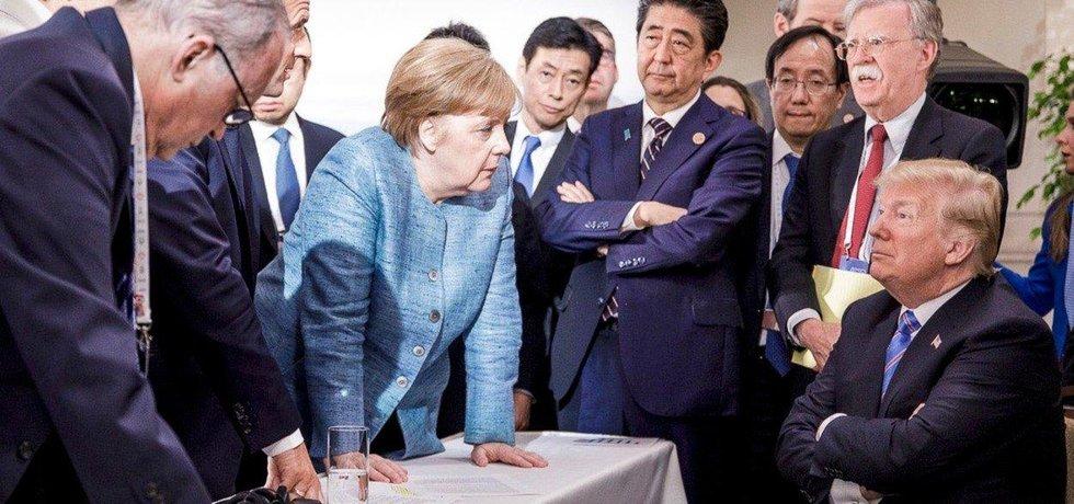 Donald Trump v obklopení světových státníků na summitu G7
