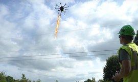 Dron osazený plamenometem, ilustrační foto