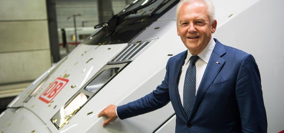 Německé dráhy. Nejznámější německý státní koncern. Dřívější plány na jeho částečnou privatizaci ztroskotaly. V čele společnosti byl od roku 2009 až do ledna 2017 Rüdiger Grube. Podle mzdové studie Zeppelinovy univerzity ve Friedrichshafenu jeho plat v roce 2016 činil 1,439 milionu euro (37 845 000 korun), což je mezi německými státními manažery vůbec nejvyšší částka.