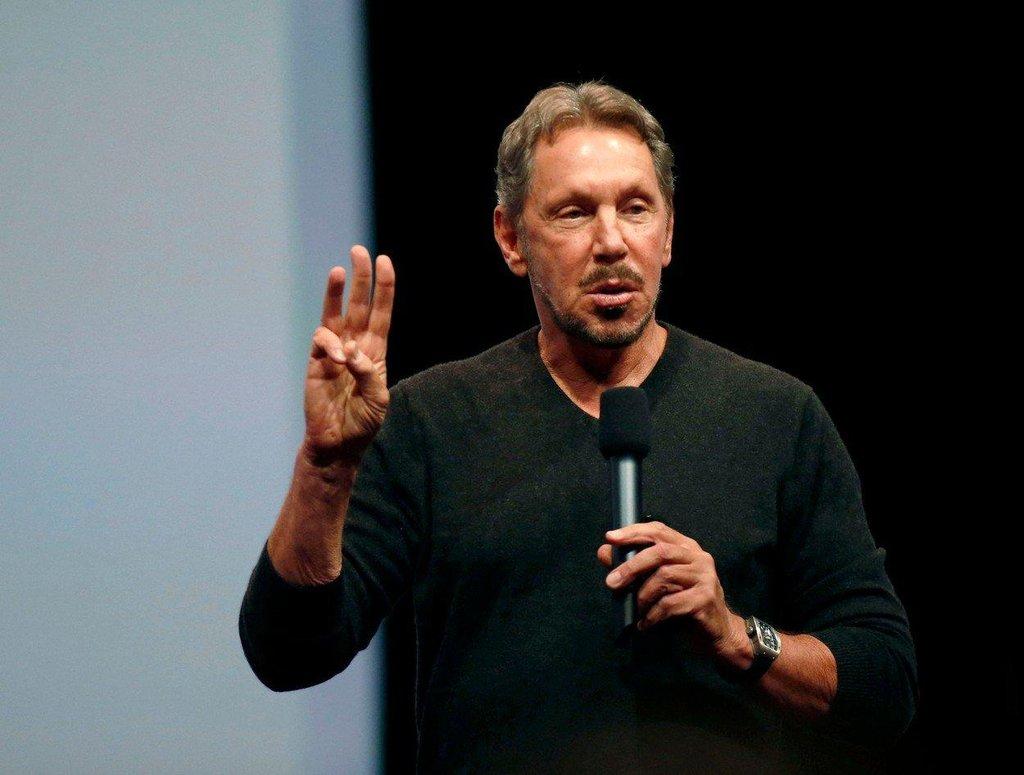 3. Larry Ellison (Oracle; 109 milionů dolarů) Na popud vlastních zaměstnanců se Ellisonova mzda snížila o polovinu, i tak ale šéf Oracle patří mezi nejlépe placené šéfy na světě. V žebříčku agentury Bloomberg mu mezi nejbohatšími lidmi světa patří devátá příčka.