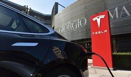 Tesla díky odblokování kapacity baterií dojede dál než dříve