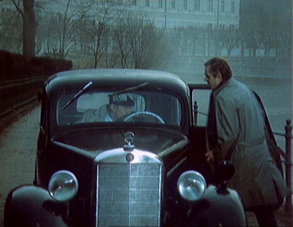 V Třiceti případech majora Zemana v epizodě Kleště používá starší typ Mercedesu lékař (v podání Eduarda Cupáka), který se v Karlových Varech stará o agenta-chodce Pavla Bláhu (Radoslav Brzobohatý)