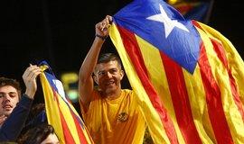 Katalánci po vítězství separatistů v regionálních volbách