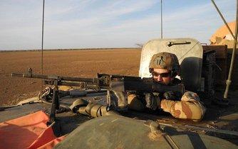 Člen francouzské vojenské patroly v centrálním Mali