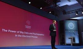 Šéf Cambridge Analytica Alexander Nix během prezentace své společnosti v New Yorku