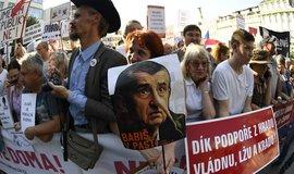 Na demonstraci proti Andreji Babišovi a Marii Benešové přišlo na Václavské náměstí kolem 120 tisíc lidí