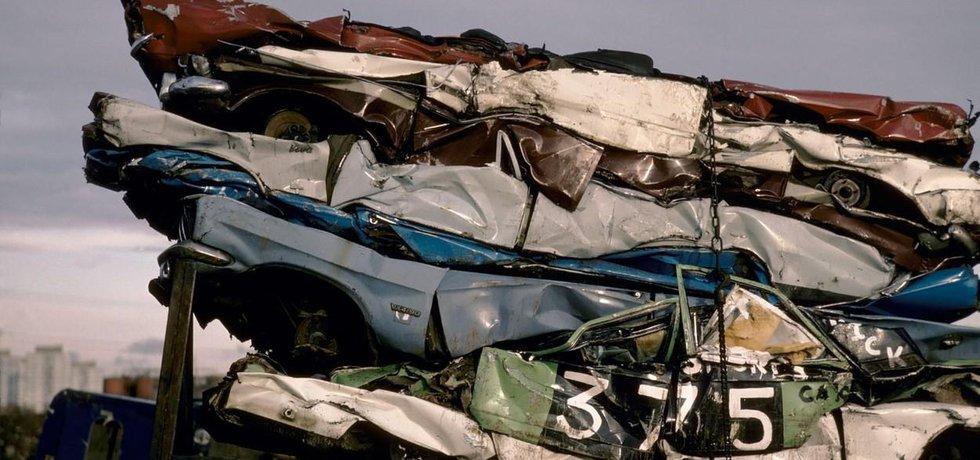 Kovošrot. Země proslulá zbytnělým konzumem produkuje obrovské množství odpadu a šrotu. V loňském roce Spojené státy vyvezly druhotné suroviny za 13,3 miliardy dolarů (333 miliard korun).