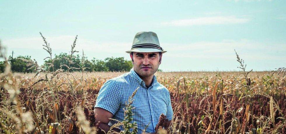 Biozemědělec Alexej věří, že odbyt pro svou ekologicky pěstovanou špaldu najde v Česku.