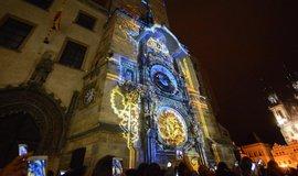 Po více jak osmi měsících rekonstrukce, úderem 18. hodiny v Den české státnosti, symbolicky ožil pražský orloj.