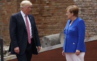 Donald Trump a Angela Merkelová na summitu G7 v Itálii