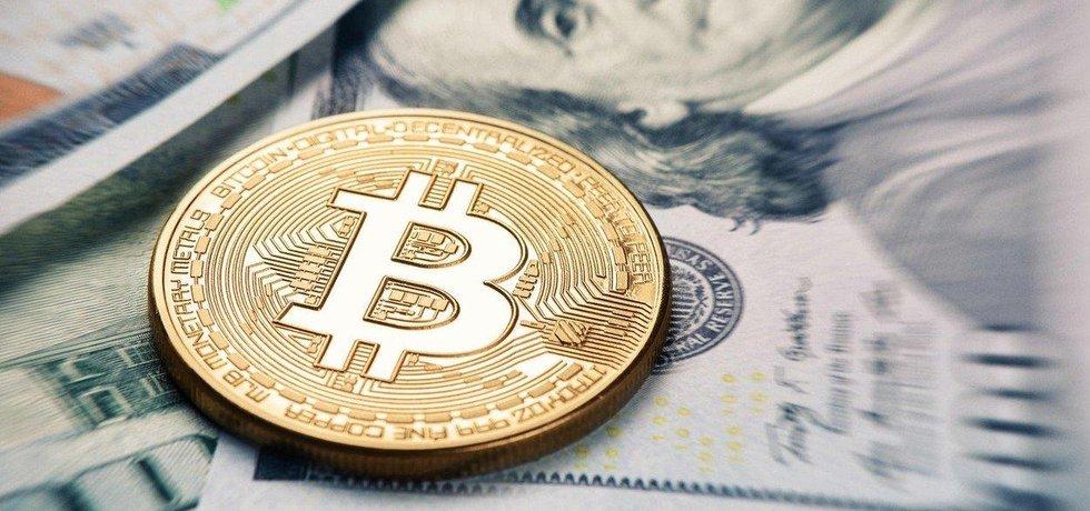 Bitcoin se propadl pod 10 tisíc dolarů