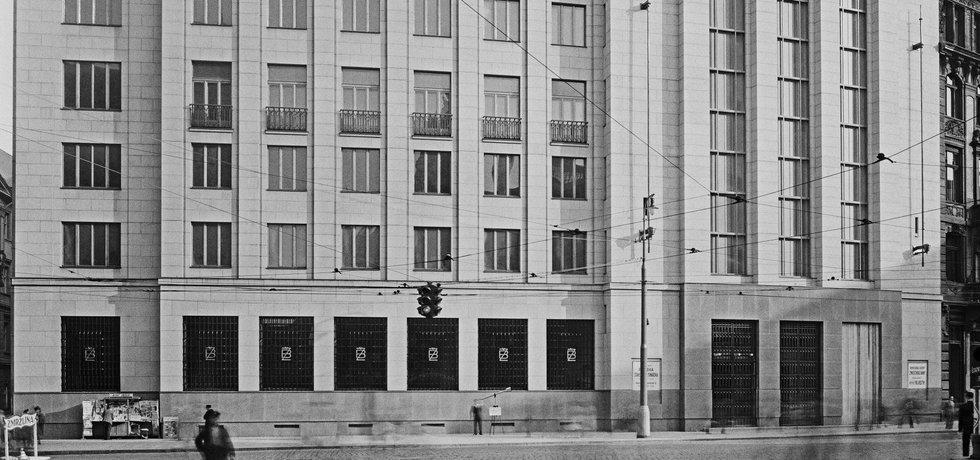 Novostavba Živnostenské banky na Příkopě v Praze II. provedená arch. Fr. Roithem a Pražskou stavební betonářskou. (nyní Česká národní banka, ČNB)