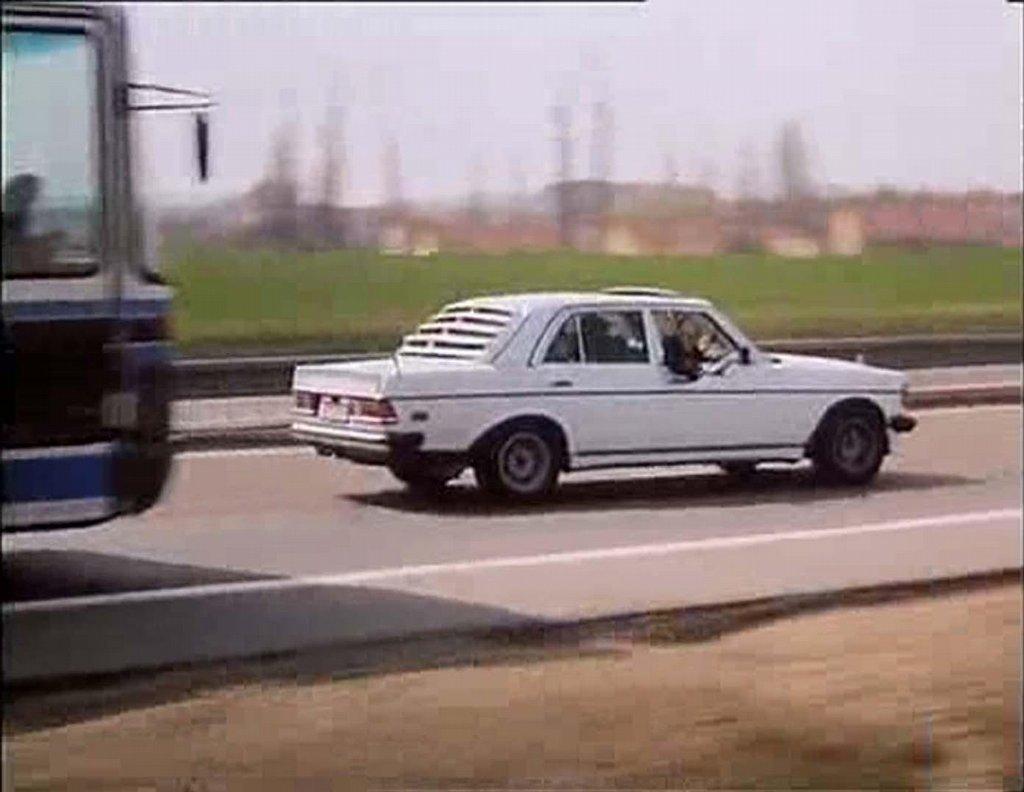 Asi nejviditelněji se vůz s trojcípou hvězdou (typ w 123) prosadil do perestrojkového thrilleru ze světa pražských veksláků Bony a klid