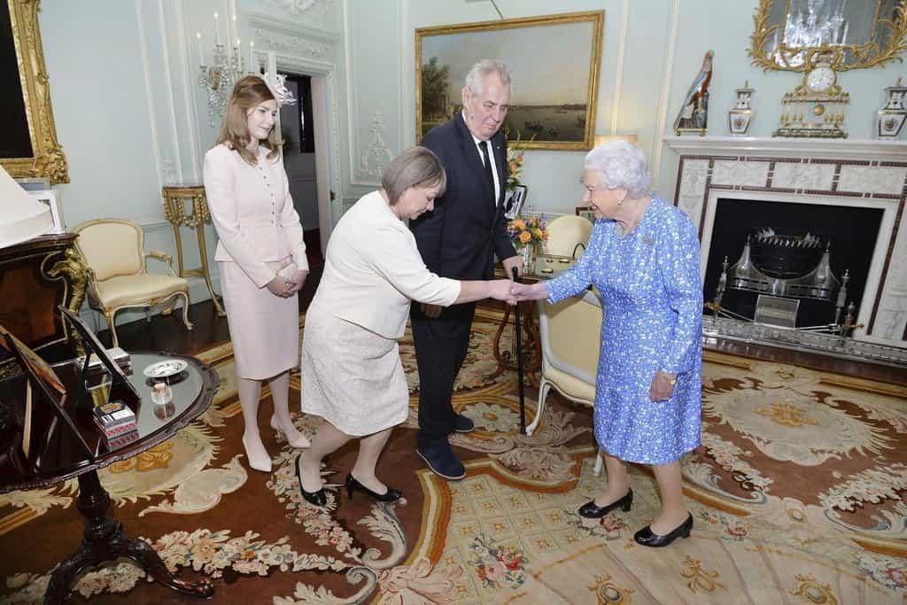 Ivana Zemanová s britskou královnou Alžbětou II.