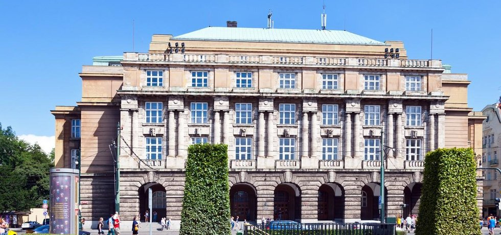 Budova filosofické fakulty Univerzity Karlovy v Praze
