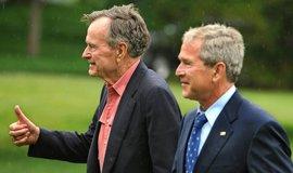 George W. Bush (vpravo) a George H.W. Bush