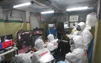 Řídící středisko sondy ve druhém bloku japonské jaderné elektrárny Fukušima.