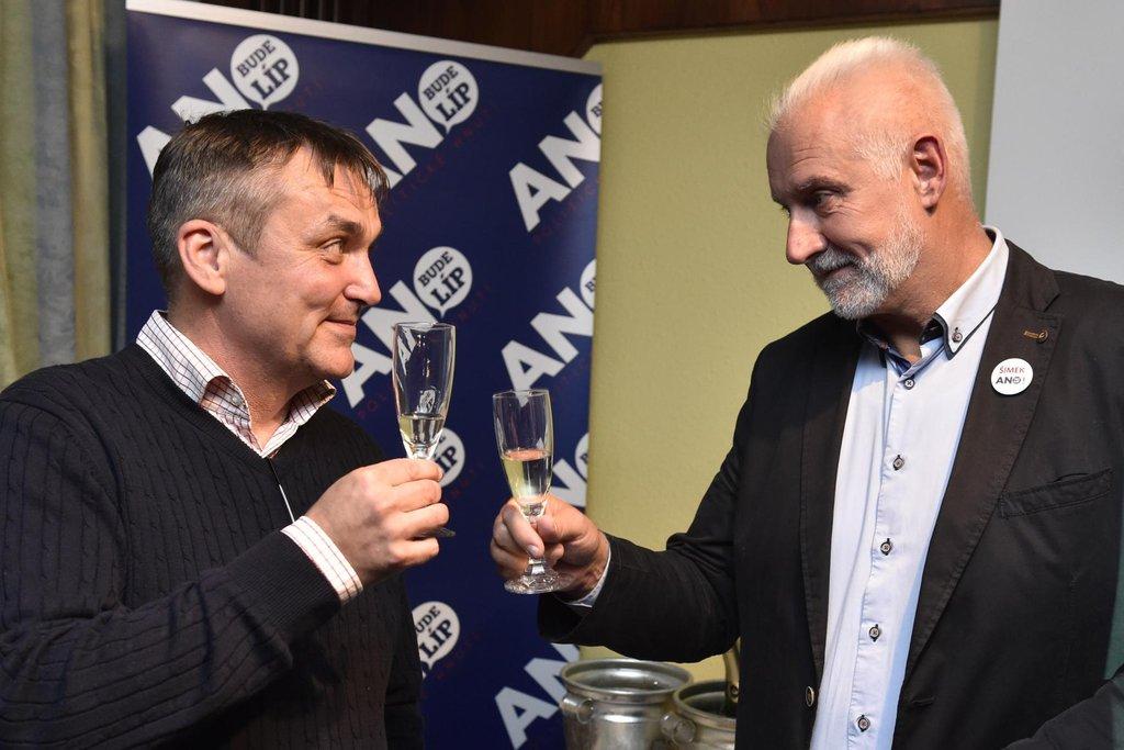 Lídr ANO v Jihomoravském kraji Bohumil Šimek (vpravo) se má stát hejtmanem a nahradit Michala Haška (ČSSD). Na snímku vlevo primátor Brna Petr Vokřál.