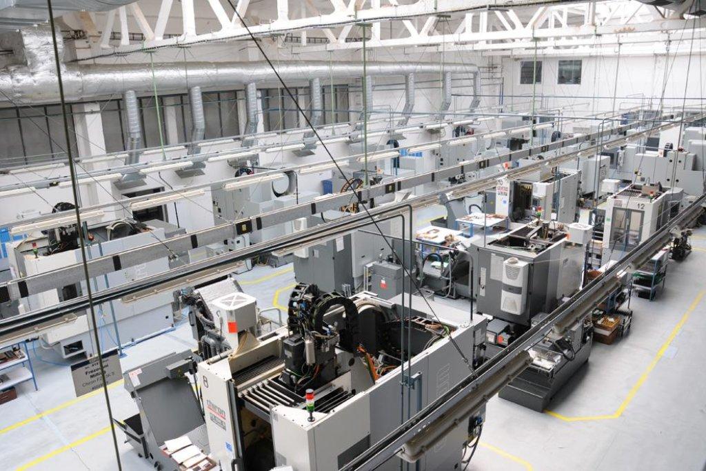 Výrobní hala v Meoptě poté, co pracovníci odešli na oběd.