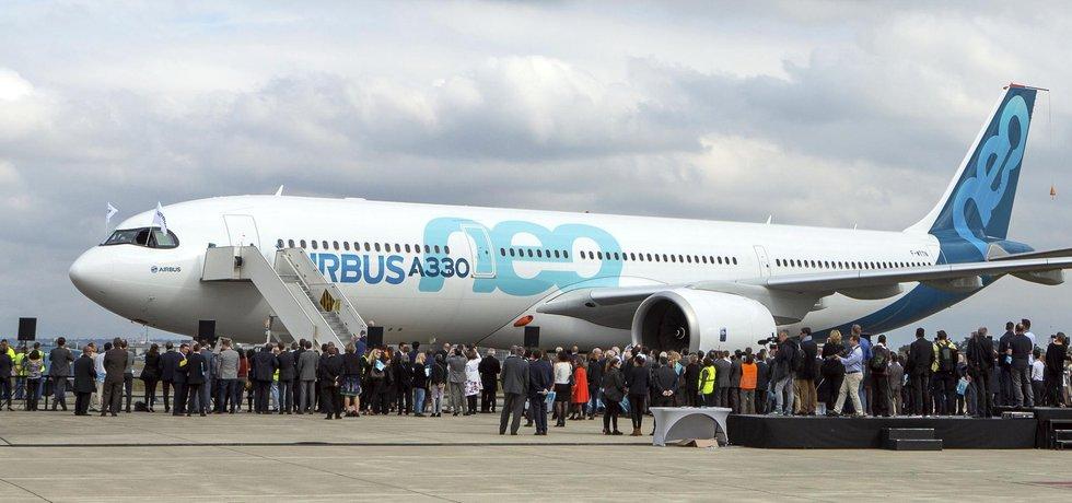 Evropský výrobce letecké techniky Airbus objevil problémy týkající se využívání obchodních zástupců při prodeji americké zbrojní technologie