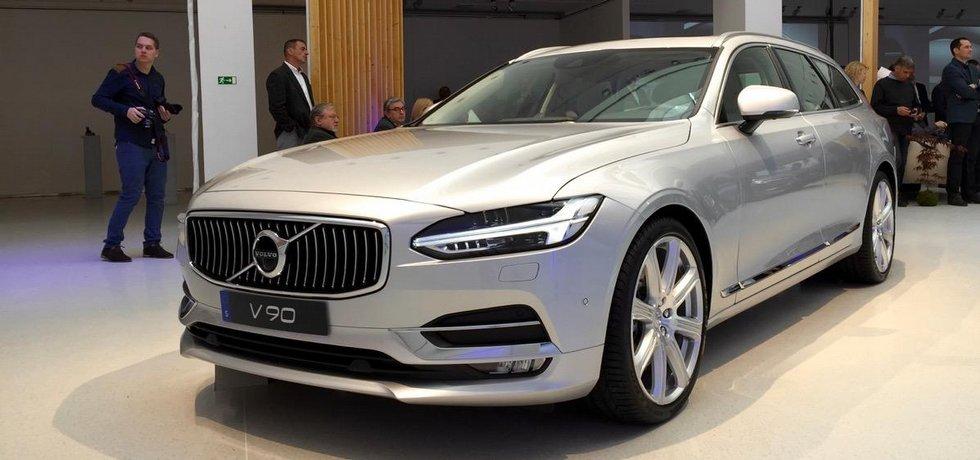 Nový sedan Volvo S90 a kombi V90 měly českou premiéru v pražské výstavní síni Mánes