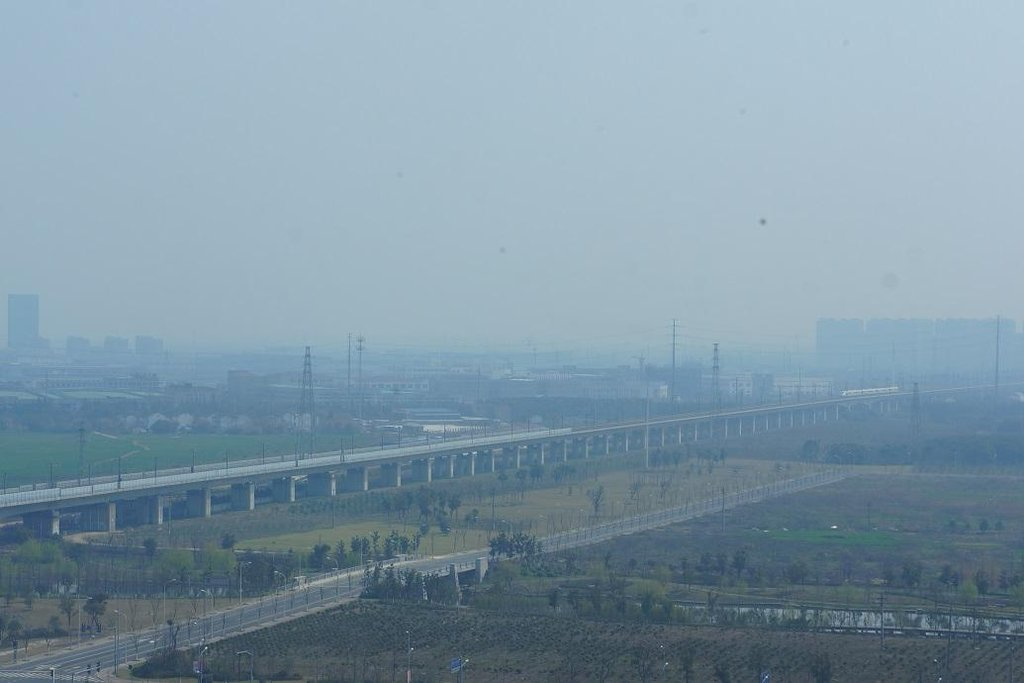 3. Danyang-Kunshan (Tan-jang-Kchun-šan) (Čína; 9,8 miliardy dolarů): Nejdelší most na světě, měřící 164,8 kilometru. Dokončen byl v roce 2010. Jezdí po něm vysokorychlostní vlaky z a do Pekingu.