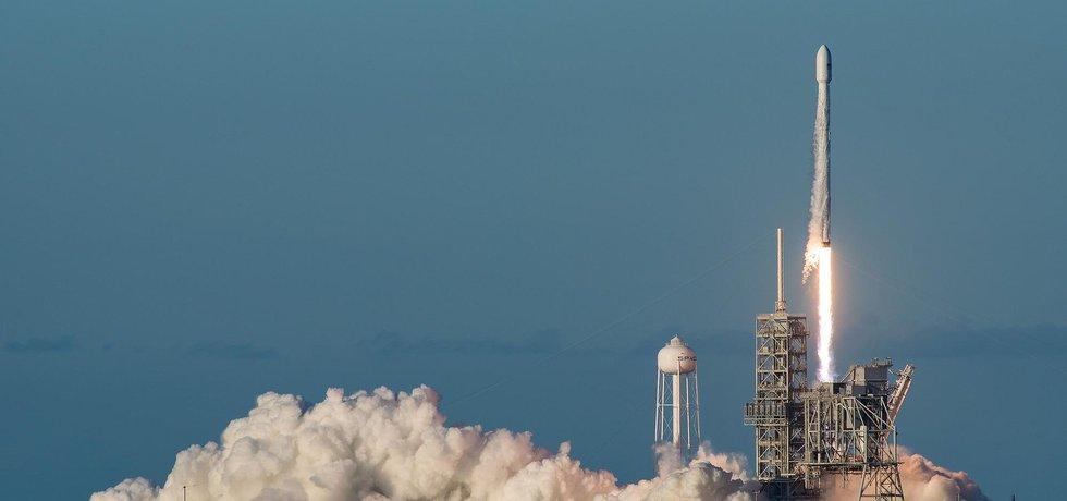 Start rakety Falcon 9 společnosti SpaceX, ilustrační foto