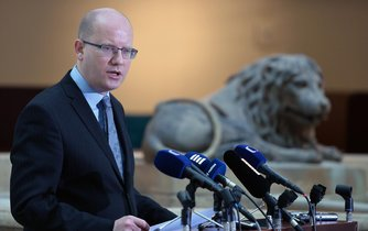 Premiér Bohuslav Sobotka na tiskové konferencií