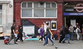Bezdomovci u stanice Camden Town v severním Londýně, ilustrační foto