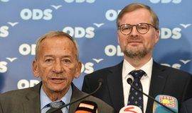 Senátor ODSJaroslav Kubera a předseda strany Petr Fiala
