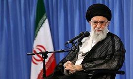 Trump kvůli sestřelenému dronu vyhlásil nové sankce proti Íránu. Terčem je i Chameneí